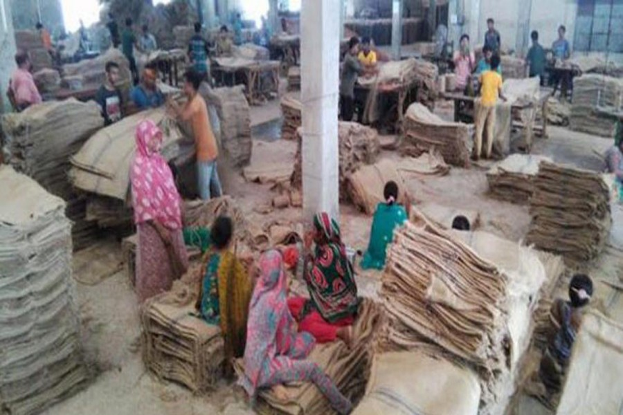 Female labourers work at Shah Sultan Jute Mills in Chalkbochal area under Gabtoly upazila of Bogra. The photo was taken on Tuesday. — FE Photo