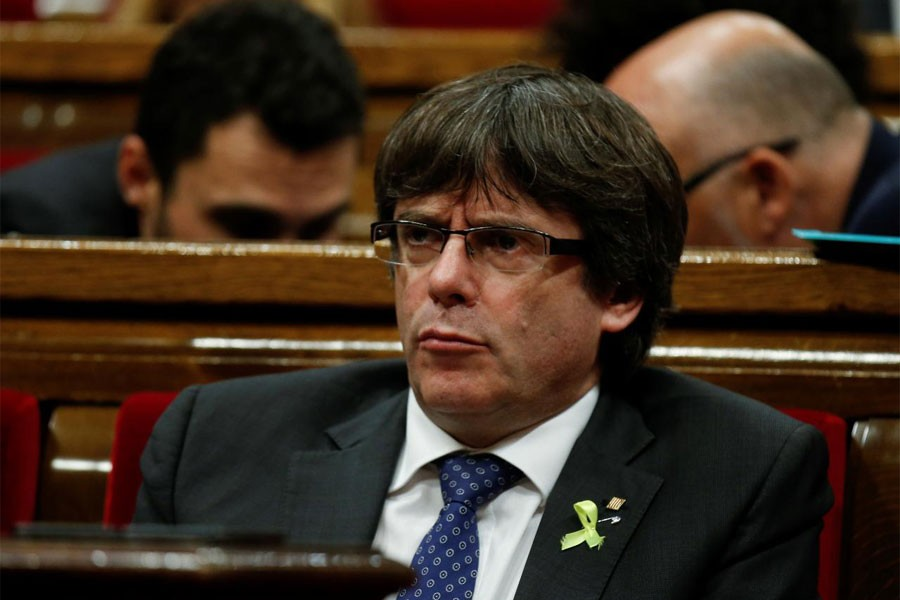 Catalan leader Carles Puigdemont attends a plenary session at the Catalan regional Parliament in Barcelona, Spain, October 27, 2017. (Reuters photo)