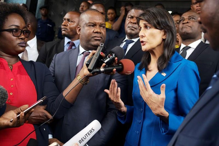 US Ambassador to the United Nations Nikki Haley and President of Congo's electoral commission (CENI) Corneille Nangaa (C) in Gombe, Kinshasa, Democratic Republic of Congo, October 27, 2017. (Reuters photo)