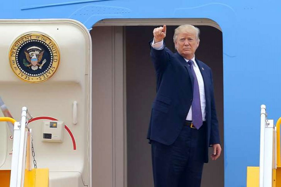 Trump reaches Philippines, offers to mediate on S China Sea