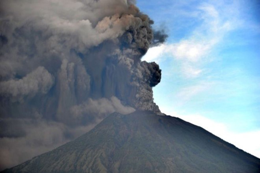 Large plumes of ash are spewing from Mount Agung, photo collected.