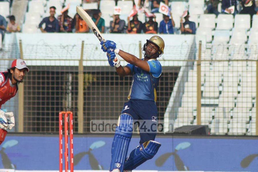 Dhaka Dynamites' Evin Lewis plays a shot during the match between Dhaka Dynamites and Chittagong Vikings in the 5th BPL T20 at the Zahur Ahmed Chowdhury Stadium in Chittagong on Monday. — bdnews24.com