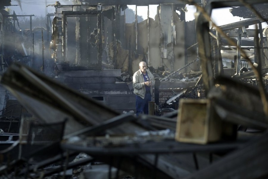 Southern California: Fire-crews helpless against wind-powered infernos