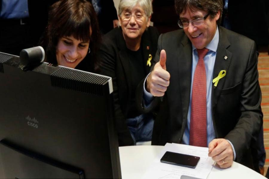 Carles Puigdemont, the dismissed President of Catalonia, reacts while viewing the results in Catalonia's regional election in Brussel, Dec 21, 2017. Reuters.