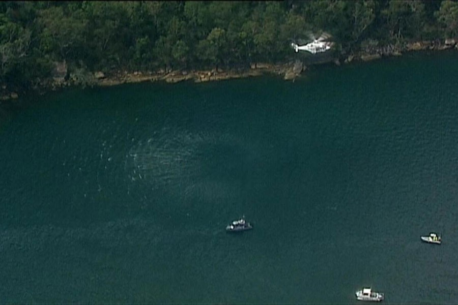 Police looking for wreckage after Sydney seaplane crash (Photo collected from internet)