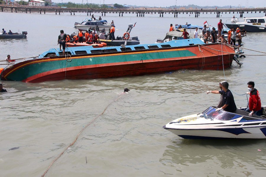 Rescuers attempt to bring a speedboat that sank off Tarakan Island to the surface after it was towed towards the shore in North Kalimantan. (AP photo used for representational purpose)