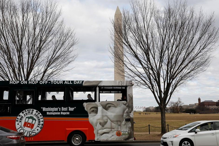 A tour bus passes the Washington Monument in Washington, US, on the second day of government shutdown, January 21, 2018. Reuters/File Photo