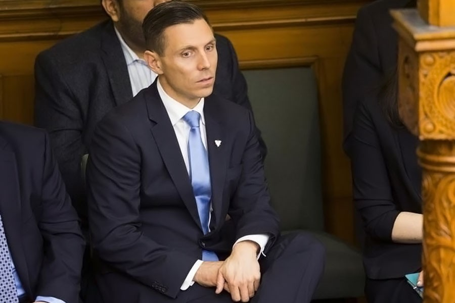 Progressive Conservative Party of Ontario leader, Patrick Brown, watches from the gallery as Quebec's Premier Philippe Couillard (not seen) makes his visit to the Ontario Legislature inside Queen's park in Toronto, May 11, 2015. (REUTERS)