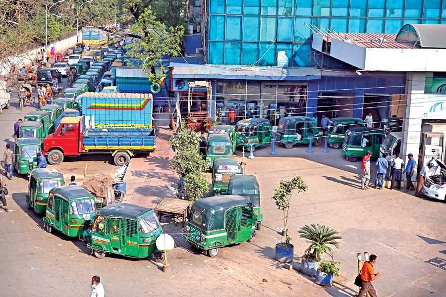 Vehicles waiting in a long queue due to low gas pressure at a CNG-refuelling station at Tejgaon in the capital. — FE Photo by KAZ Sumon