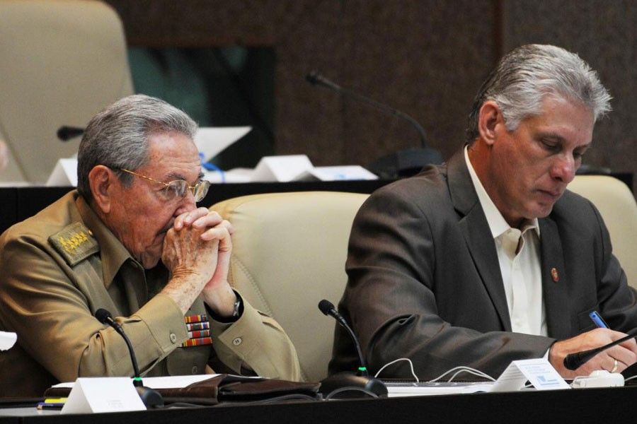 Cuba's President Raul Castro (L) and Cuba's First Vice-President Miguel Diaz-Canel are seen during the National Assembly in Havana, Cuba, December 21, 2017. Reuters.