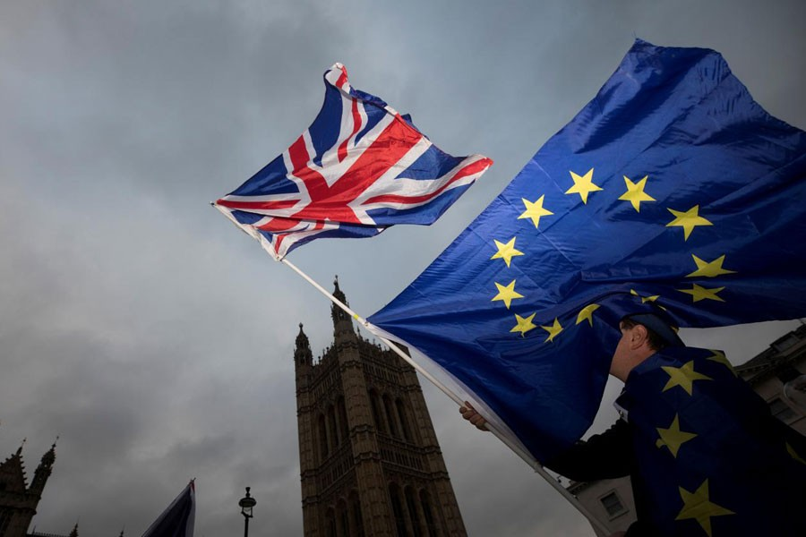 An Anti-Brexit protestor waves EU and Union flags outside the Houses of Parliament in London, Britain December 5, 2017. Reuters.
