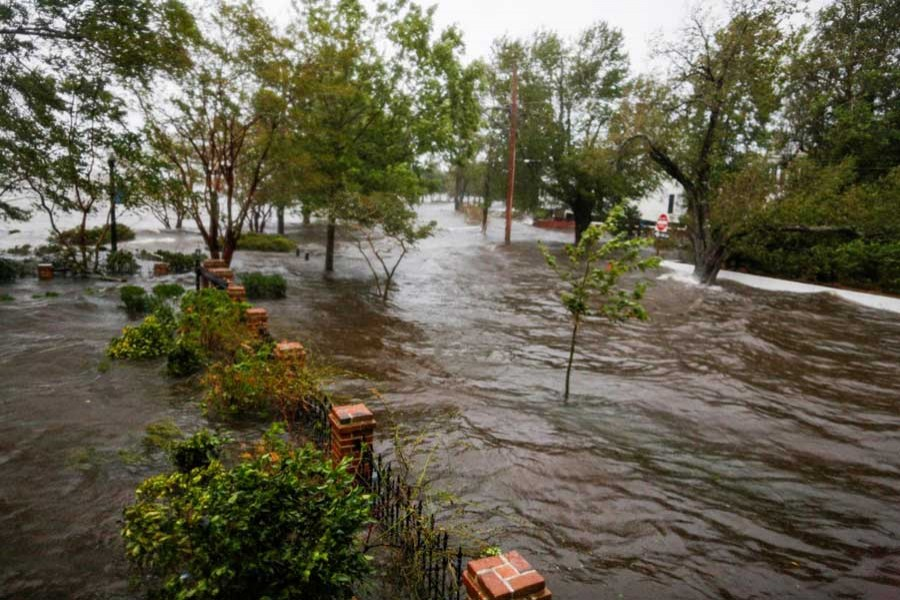 Water from the Neuse river floods the streets during the passing of Hurricane Florence in the town of New Bern, North Carolina, US, September 14, 2018. Reuters
