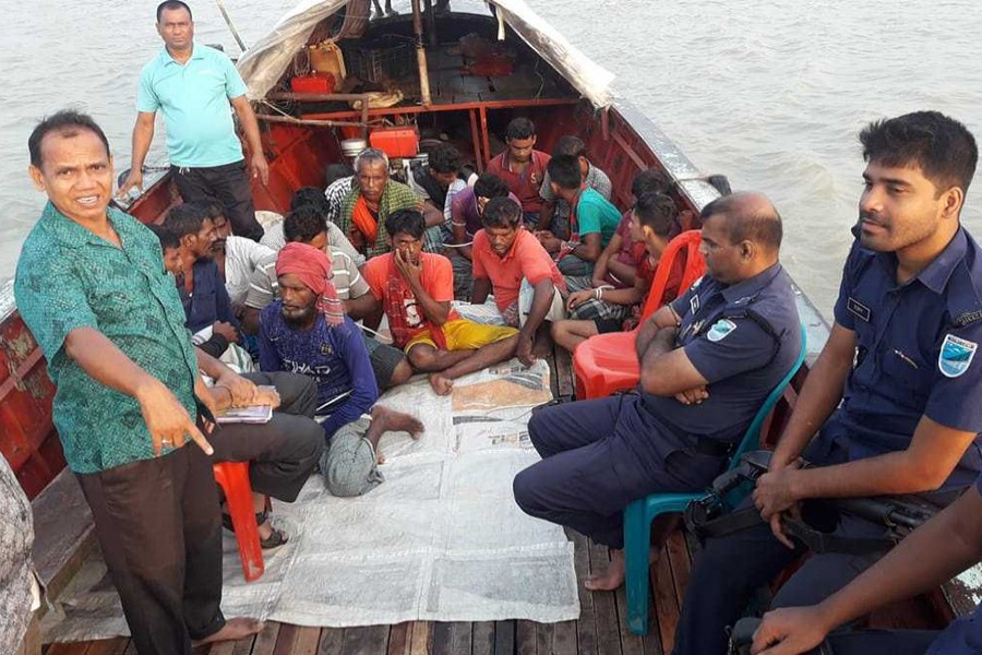 Arrested fishermen with the lawmen in Shariatpur - UNB photo