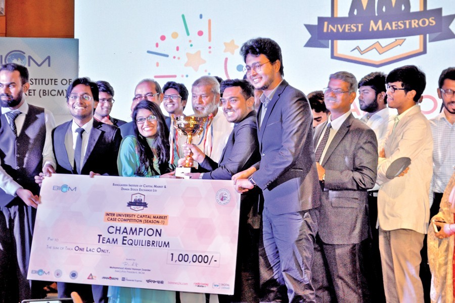 The champion team of Invest Mastros are seen with state minister for finance and planning MA Mannan and others on Tuesday night at a city hotel — BICM Photo