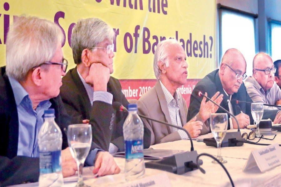 Former caretaker government adviser Prof Wahiduddin Mahmud speaking at a dialogue on banking sector organised by CPD in the city on Saturday — FE photo