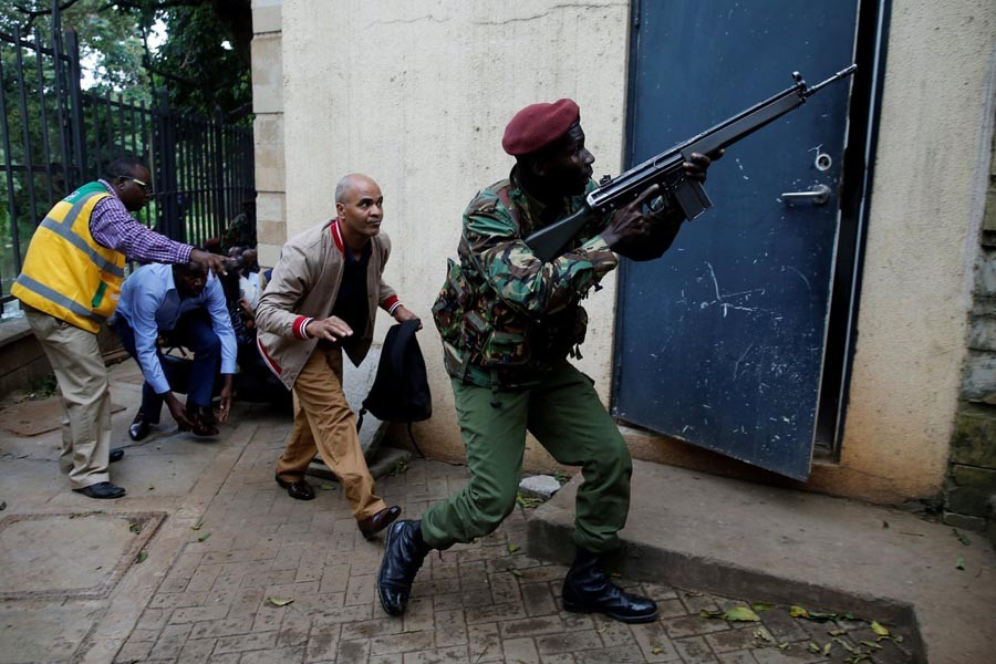Nairobi attack: Hotel gunmen in armed standoff with police