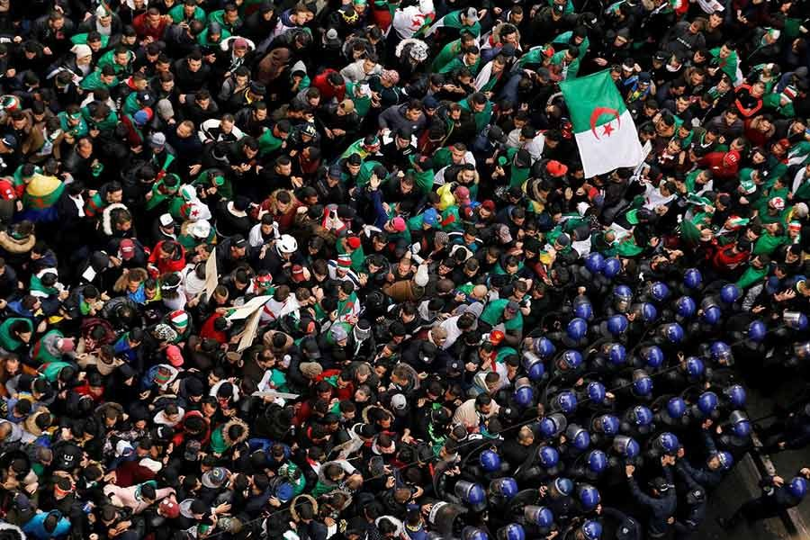 Police officers attempt to disperse demonstrators trying to force their way to the presidential palace during a protest calling on President Abdelaziz Bouteflika to quit, in Algiers, Algeria March 22, 2019. -Reuters Photo