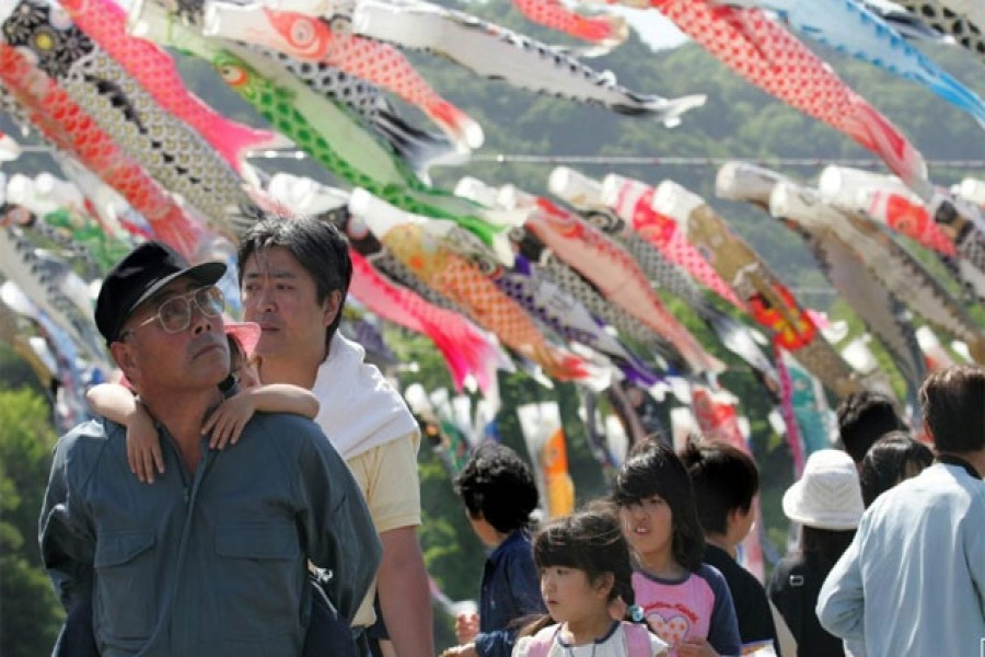 Holidaymakers view thousands of carp streamers hanging on the bank of the Sagami river in Sagamihara, southwest of Tokyo, May 3, 2005. Reuters/Files