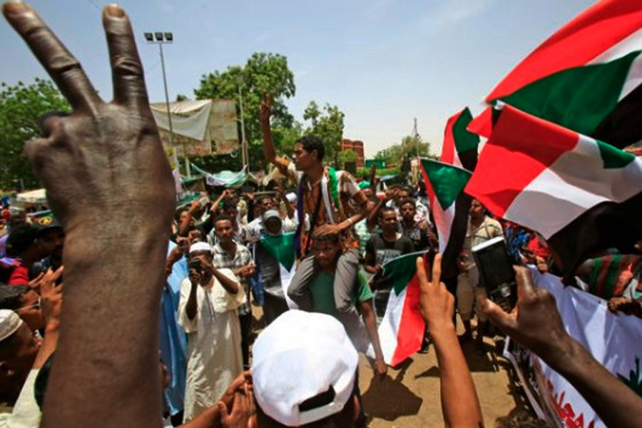 Sudanese threaten general strike as tensions escalate with military
