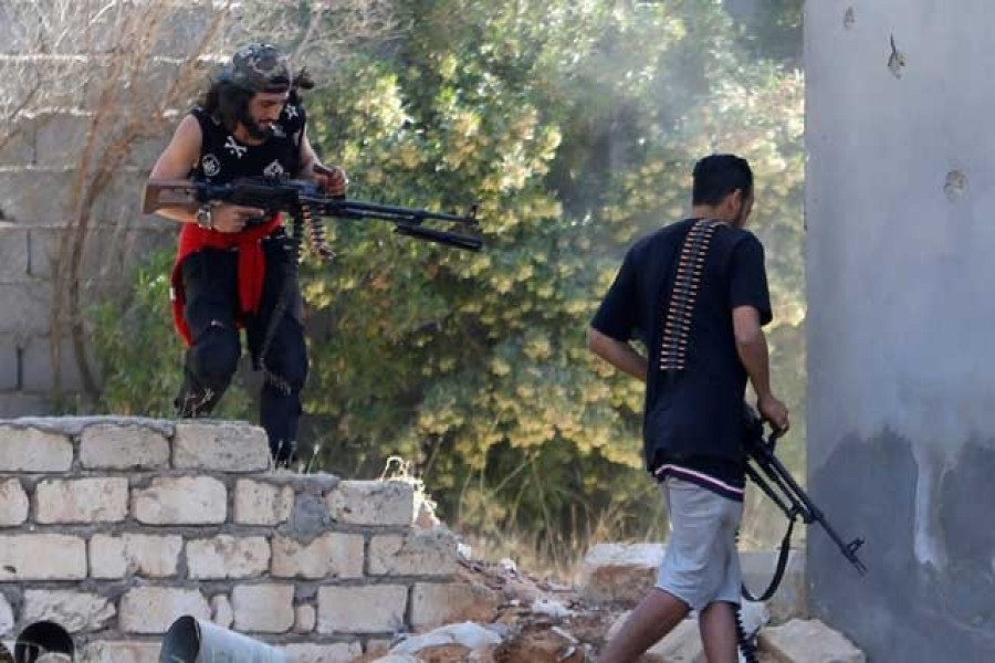 Members of the Libyan internationally recognised government forces fire during a fight with Eastern forces in Ain Zara, Tripoli, Libya Apr 28, 2019. - Reuters