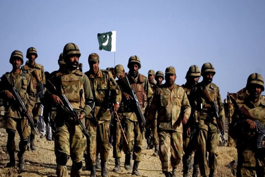 Pak army voluntarily cuts defence budget