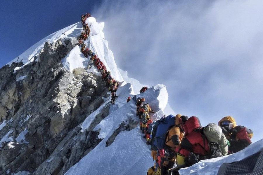 Scientist warns of Everest dangers from pollution, melting
