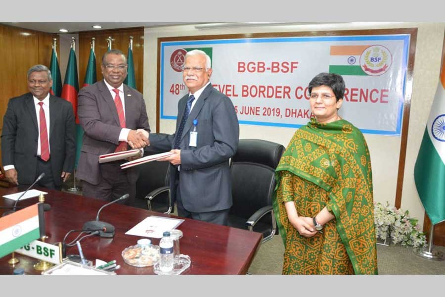 BGB chief Major General Md Shafeenul Islam (L) and BSF Director General Rajni Kant Mishra (R) are handing over Joint Record of Discussion (JRD)  - UNB
