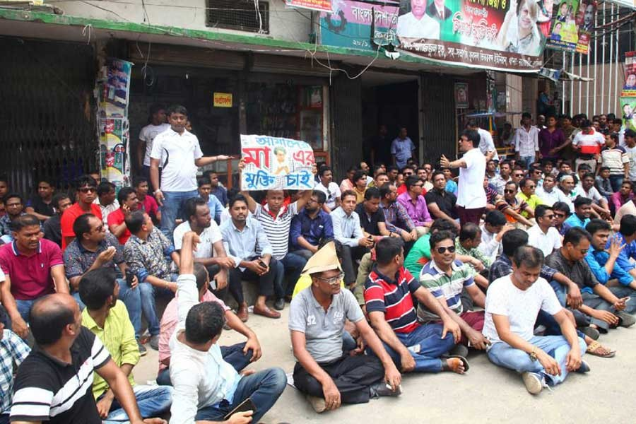 Chhatra Dal leaders stage demo again