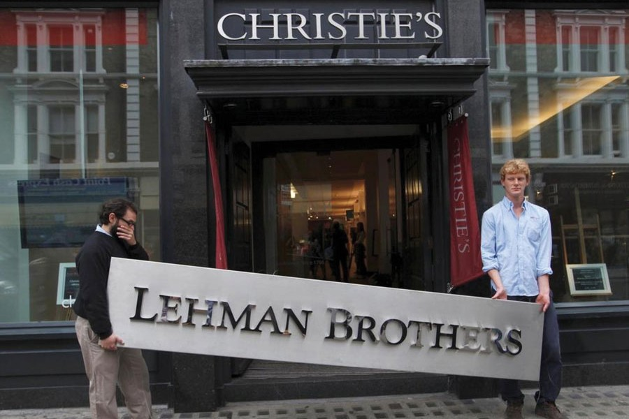 """THE COLLAPSE OF NEW YORK-HEADQUARTERED LEHMAN BROTHERS IN 2008: """"CDO losses accounted for nearly half the total losses sustained by financial institutions between 2007 and early 2009, when the collapse of Lehman Brothers triggered a run on global repo markets that triggered banking and European sovereign debt crises."""" —Photo: Reuters"""