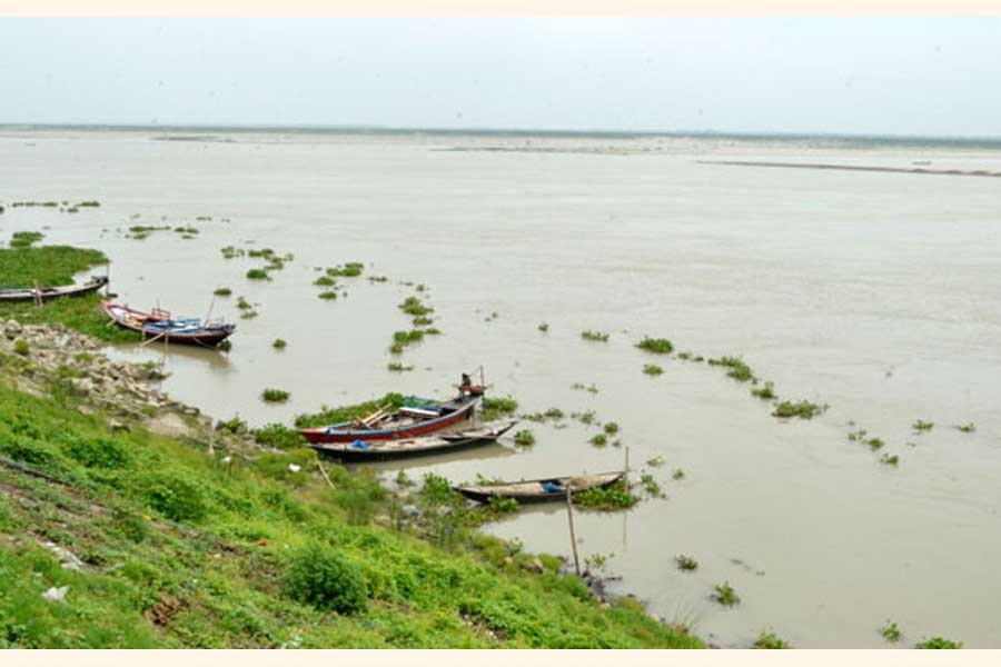 The Padma river near Rajshahi district is continuing to spate over the last couple of days making thousands of char villagers worried    — FE Photo
