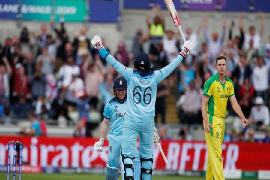 England end Australia's title defence to roar into final