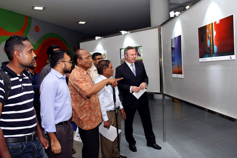 Int'l photo exhibition begins at Novo Theatre