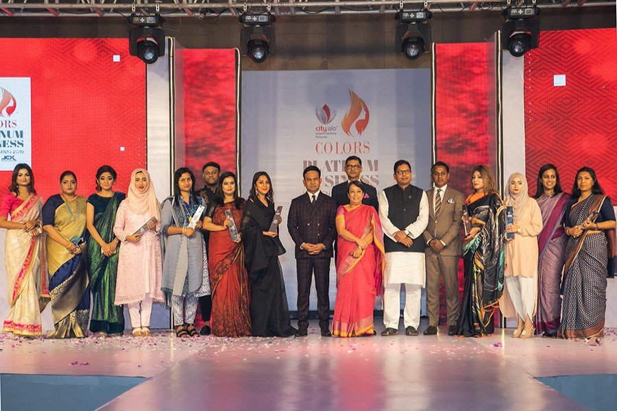 From right to left: State minister for ICT Zunaid Ahmed Palak (sixth), high commissioner of India to Bangladesh Riva Ganguly Das (seventh-front), and additional managing director of City Bank Sheikh Mohammad Maroof (fifth), editor and publisher of Colors Zakaria Masud (eighth) are seen with the winners