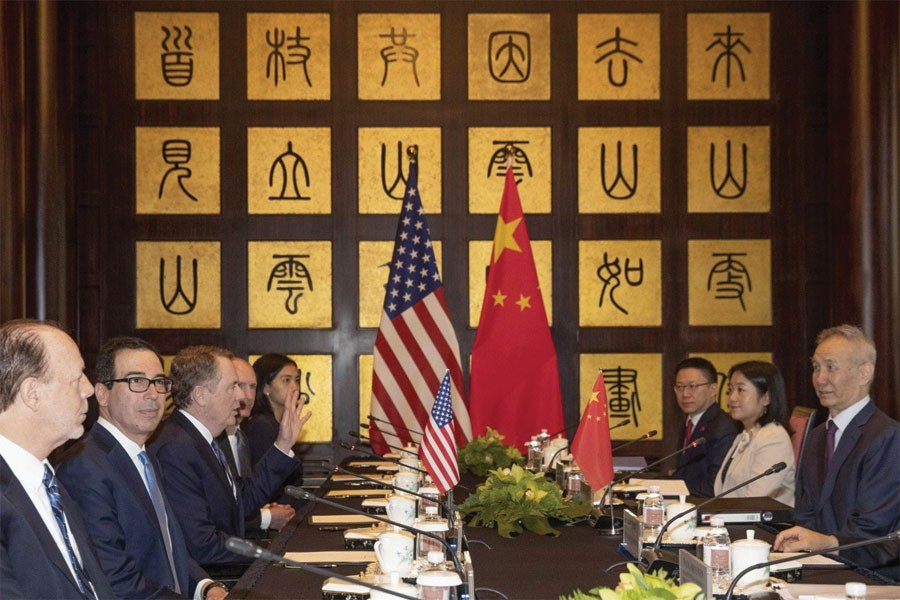 CHINA-US TRADE TALKS RESUME IN SHANGHAI IN SHADOW OF DONALD TRUMP'S ANGRY TWEETS AIMED AT BEIJING: Chinese Vice-Premier Liu He (right) with US Trade Representative Robert Lighthizer (third left) and US Treasury Secretary Steve Mnuchin (second left) in Shanghai on July 31, 2019.  —Photo: AP