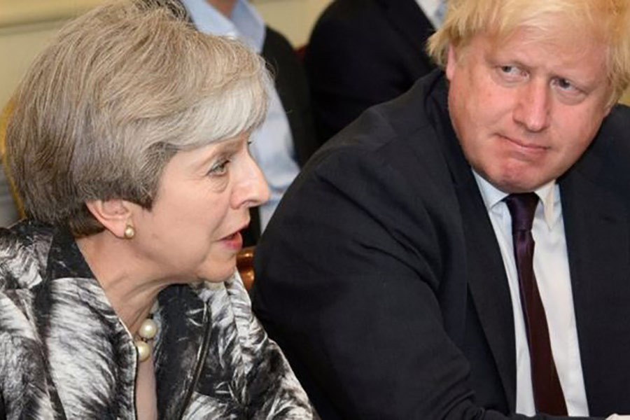 Boris Johnson (right), then foreign secretary, left the government of Theresa May in 2018 over her Chequers Brexit plan.  —Photo: Reuters