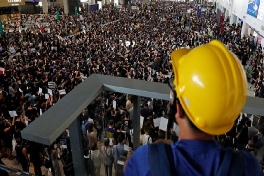 Hong Kong Airport cancels flights as protesters occupy terminal