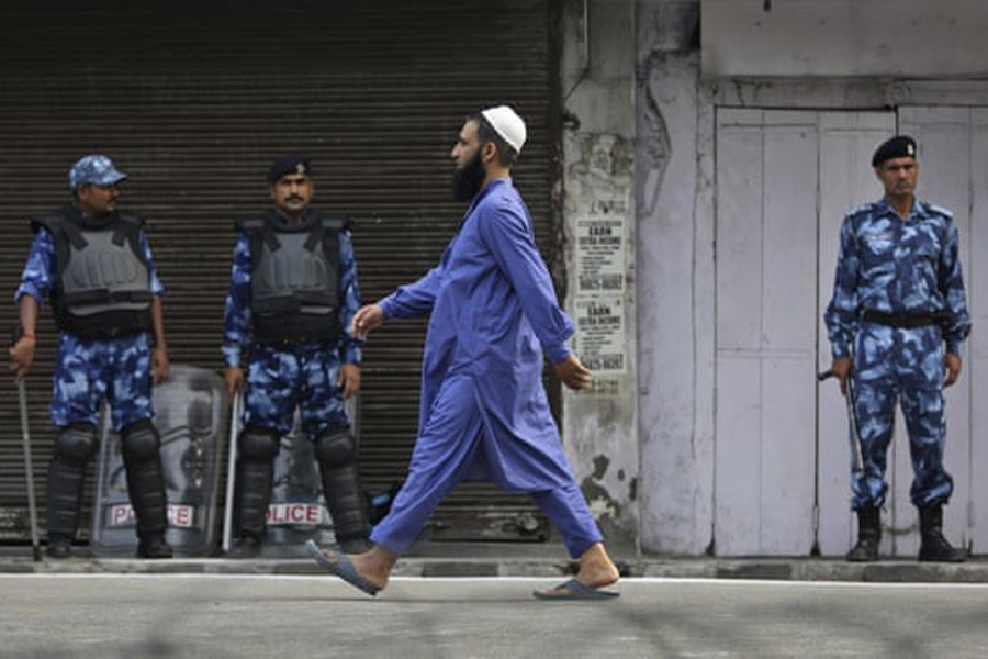 Eid in Kashmir: India bans large congregations