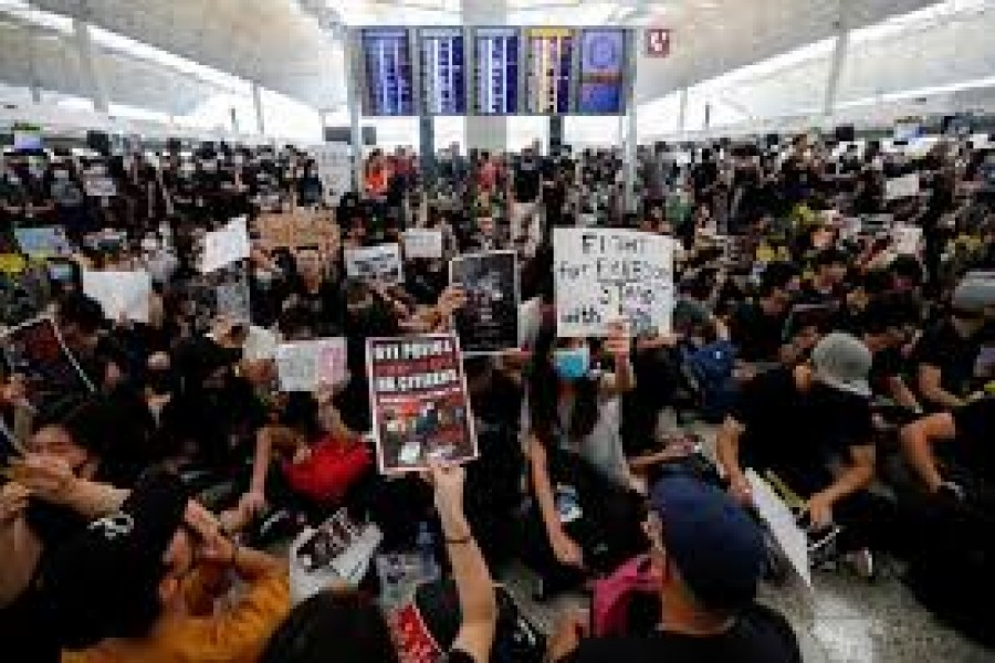 Protesters throng Hong Kongairport again after it reopens