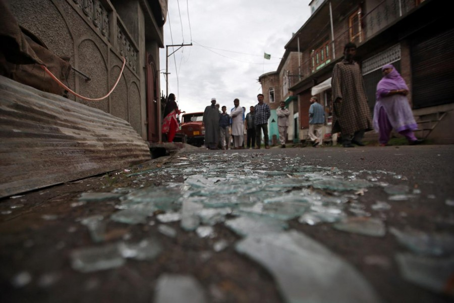 Kashmiris walk past broken window glass after clashes between protesters and the security forces on Friday evening, during restrictions following the scrapping of the special constitutional status for Kashmir by the Indian government, in Srinagar August 17, 2019 - REUTERS/Danish Ismail