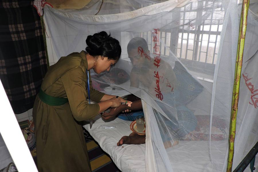 A nurse pushing an injection to a dengue-affected patient at Magura 250-bed hospital on Sunday— FE Photo