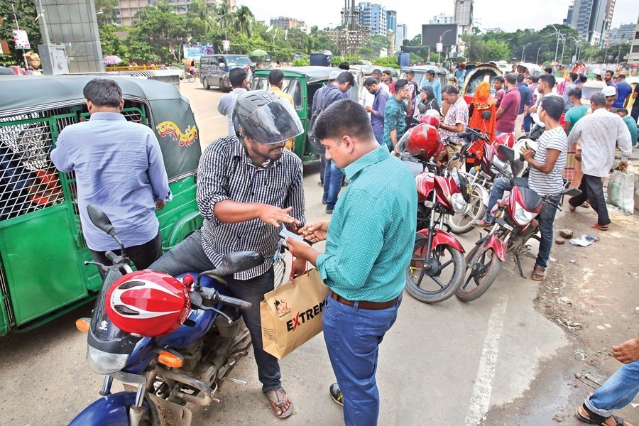 Presently, cars, motorbikes, CNG auto-rickshaws and other motor vehicles are providing ride-sharing services in Dhaka, Chattogram and other major cities — FE Photo