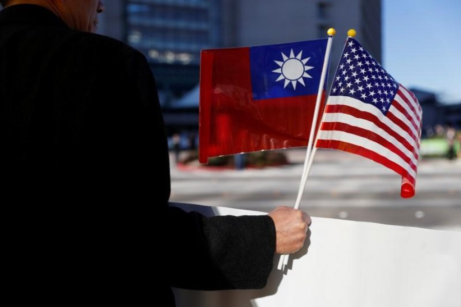 A demonstrator holds flags of Taiwan and the United States in support of Taiwanese President Tsai Ing-wen during an stop-over after her visit to Latin America in Burlingame, California, US, January 14, 2017. Reuters