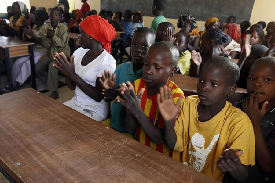 Children displaced as a result of Boko Haram attacks in the northeast region of Nigeria, clap during a class at Maikohi secondary school camp for internally displaced persons (IDP) in Yola, Adamawa State January 13, 2015. REUTERS/Afolabi Sotunde