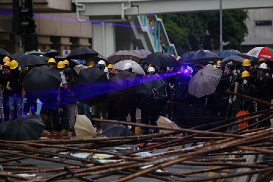 21 HK police hurt in illegal assembly over weekend