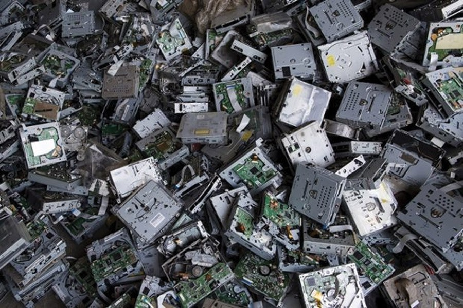E-waste in India, as in other countries, is the fastest-growing waste stream.      —Photo: Reuters