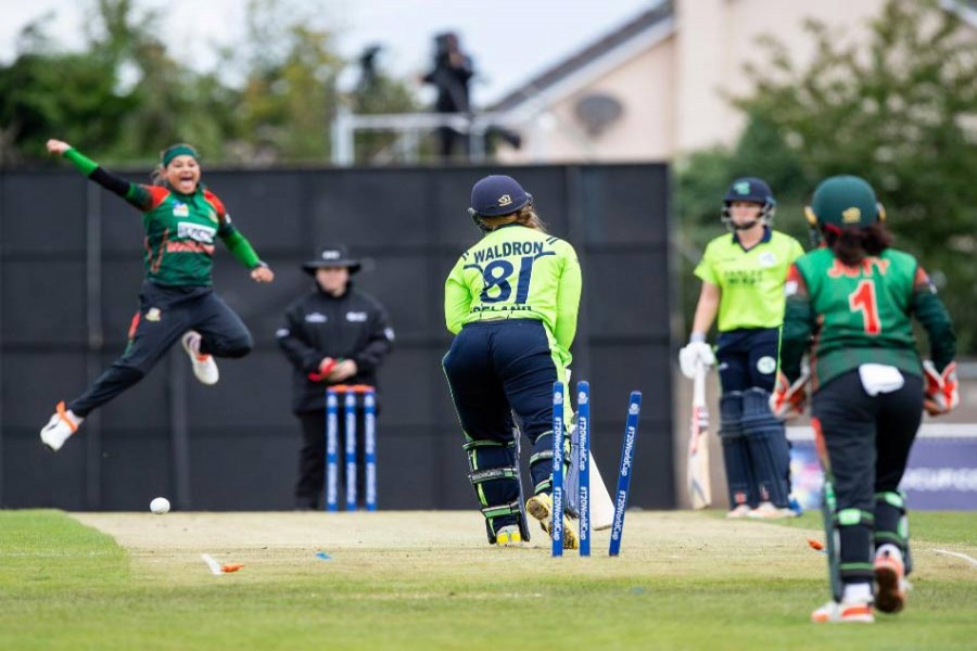 Bangladesh's bowler Jahanara Alam celebrating after getting wicket of Ireland's Waldron in the first semifinals at Forthill in Dundee on Thursday— ICC