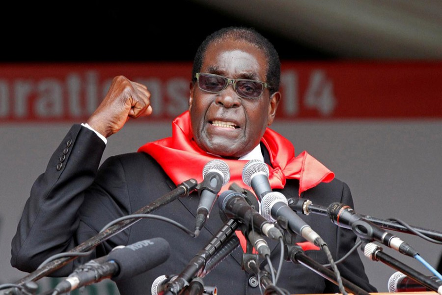 Zimbabwe President Robert Mugabe addresses supporters during celebrations to mark his 90th birthday in Marondera about 80km ( 50 miles) east of the capital Harare, February 23, 2014. Reuters/File Photo