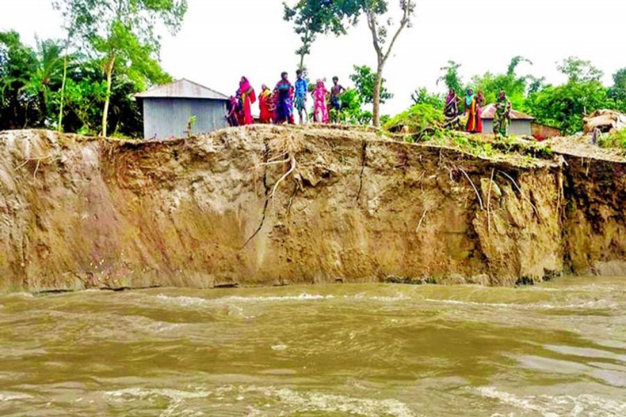 Erosion by the Jamuna river at Chouhali point in Sirajganj district has taken a serious turn. The photo was taken on Monday — FE Photo