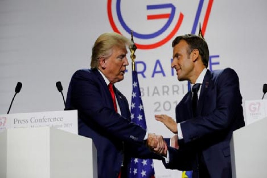 MACRON PUSHES FOR SUMMIT BETWEEN US, IRANIAN PRESIDENTS IN G7 SPEECH: French President Emmanuel Macron shakes hands with US President Donald Trump at the end of the G7 summit in Biarritz, France, August 26, 2019.      — Photo: Reuters