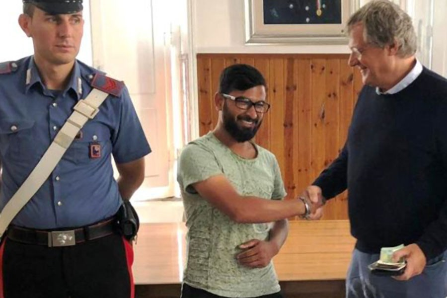Mossan Rasal (centre) was able to deliver the wallet - and its contents - to the rightful owner, Photo Source: Italian Carabinieri